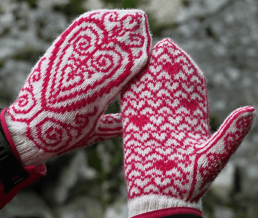 Freja Mittens Knitting Pattern by Emmy Petersson