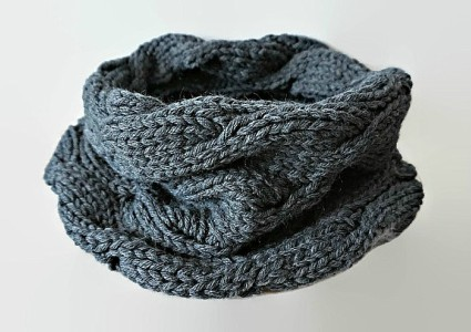 Learning How To Knit An Eternity Scarf