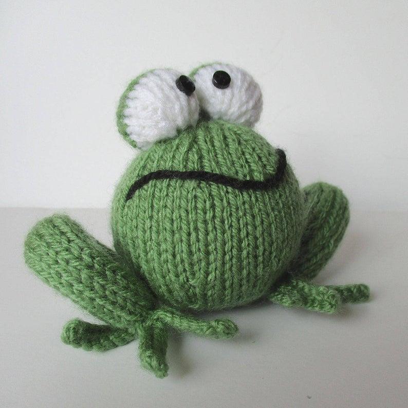 Knit Frog Pattern decor