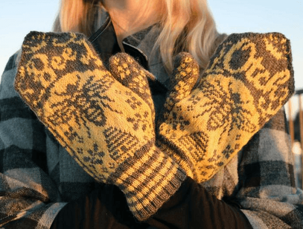 Bee Mittens Knitting Pattern by Drunk Girl Designs