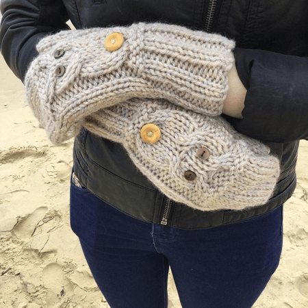 Owl Fit Flop Mittens Knitting Pattern by The Lonely Sea