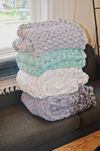 DIY Chunky Knit Blanket Kit from ComfySundayCo