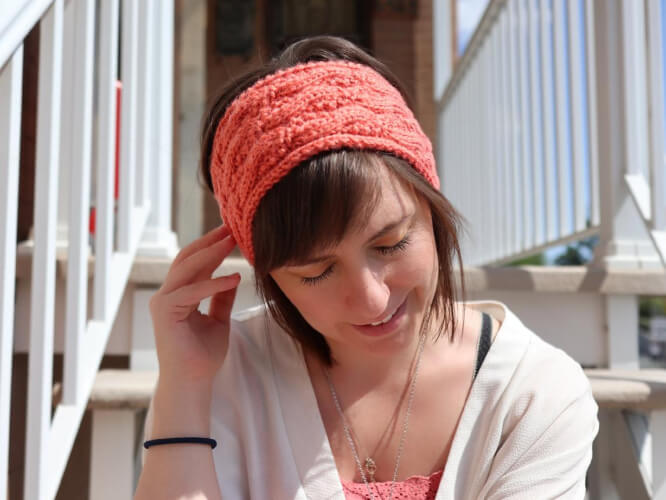 The Seed Stitch Cable Headband knit Pattern by RavinSekaiDesigns