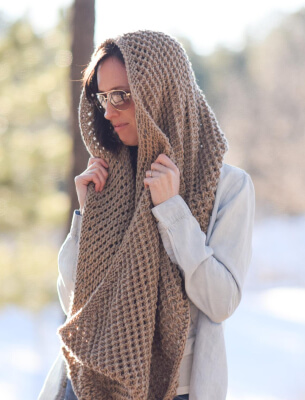 Big Knitted Infinity Scarf Pattern by MamaInAStitch