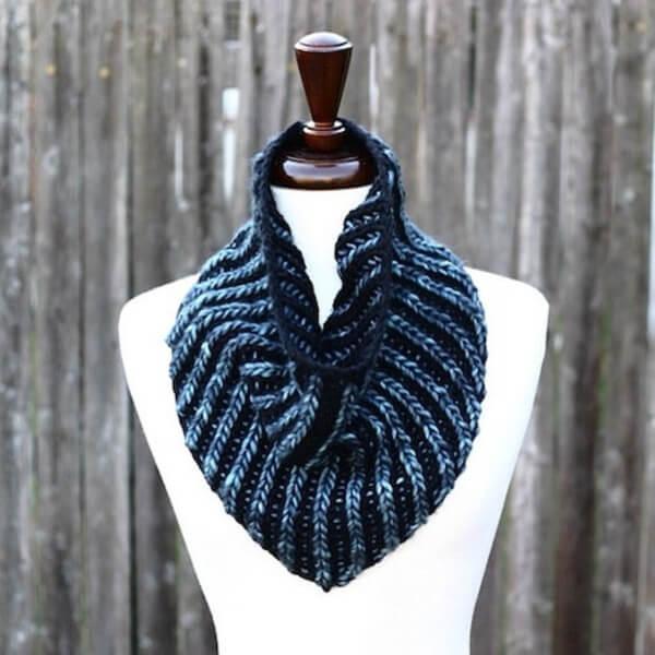 Brioche Bandana Cowl Knitting Pattern by Lavanyapatricella