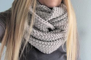 Gap-tastic Cowl Knitting Pattern by Jen Geigley