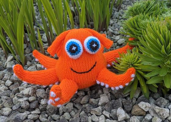 Hank The Octopus Knit Pattern by Nixknittingsticks