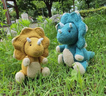 Knit_Triceratops Dinosaur Knitting Pattern by JanuaryKnit